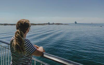 Eine sommerwanderung auf den Åland Inseln